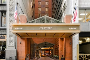 Courtyard by Marriott New York Manhattan/Times Square photo