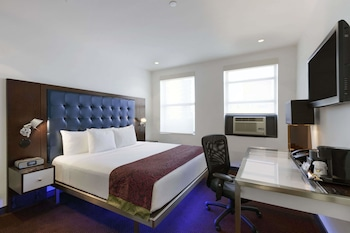 Business Room, 1 King Bed, Non Smoking (Premier Club)