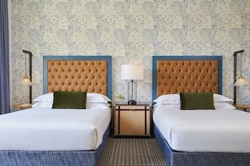 Deluxe Room, 2 Queen Beds, Non Smoking (Guest)
