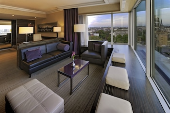 Junior Suite, 1 King Bed (Park or City View)