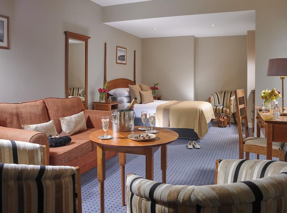 https://i.travelapi.com/hotels/1000000/150000/142600/142570/1d3421b2_z.jpg