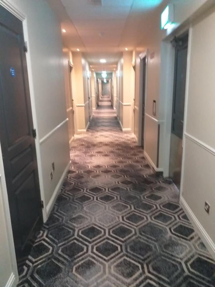 https://i.travelapi.com/hotels/1000000/150000/142600/142570/55aefe7e_z.jpg