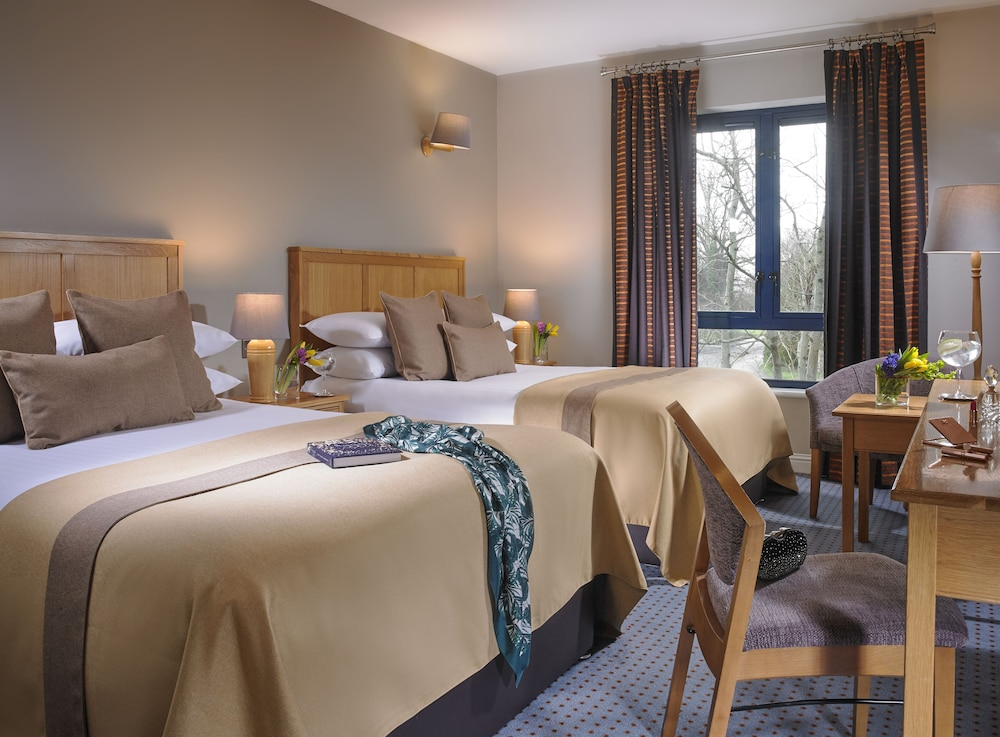 https://i.travelapi.com/hotels/1000000/150000/142600/142570/a01a8331_z.jpg