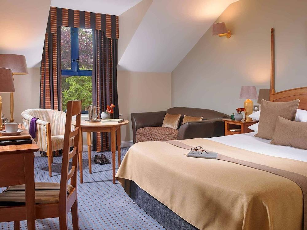 https://i.travelapi.com/hotels/1000000/150000/142600/142570/ca2851fb_z.jpg