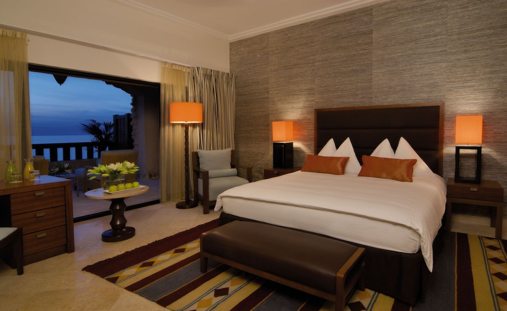 https://i.travelapi.com/hotels/1000000/160000/150600/150523/07d3beb3_z.jpg