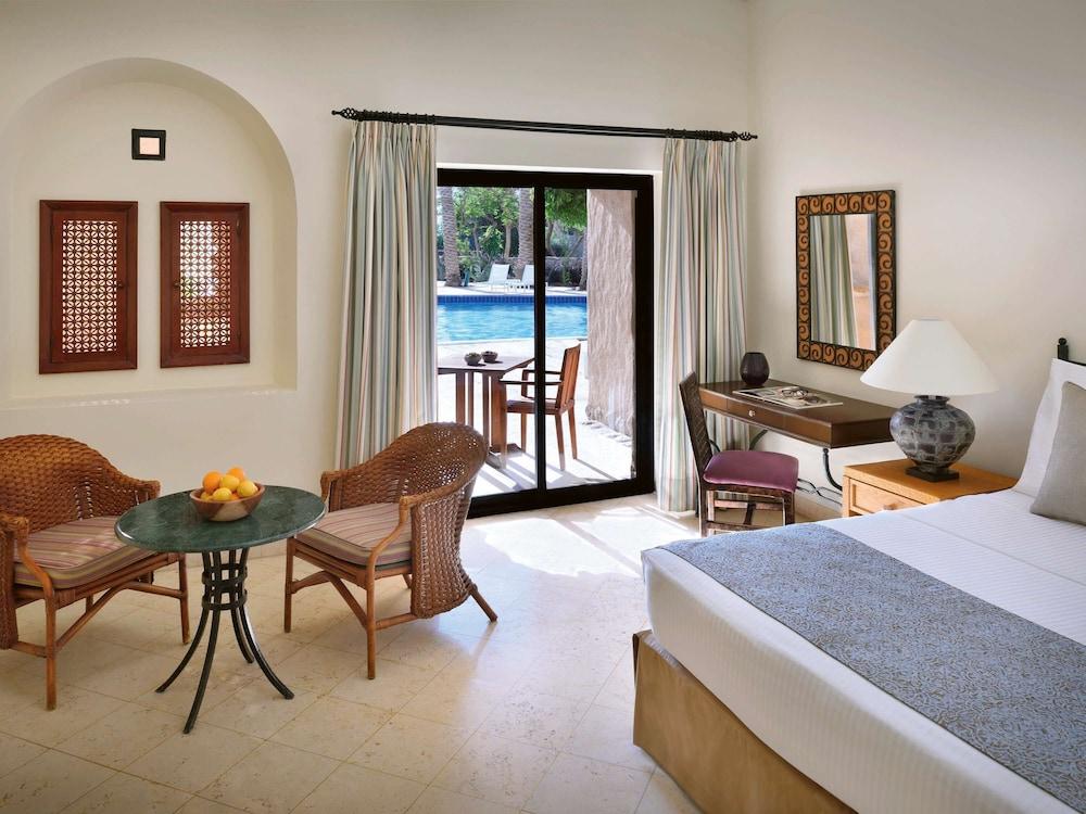 https://i.travelapi.com/hotels/1000000/160000/150600/150523/44df73c0_z.jpg