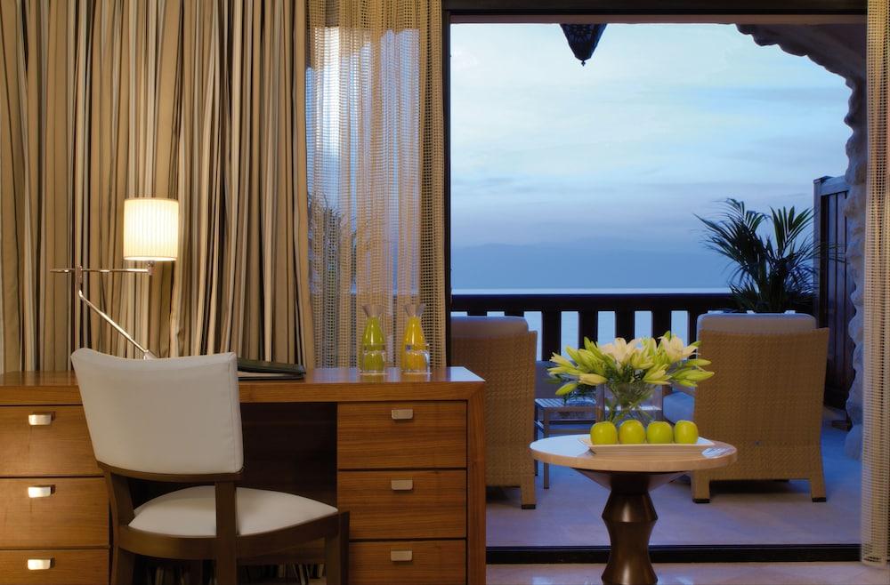 https://i.travelapi.com/hotels/1000000/160000/150600/150523/4bf443f4_z.jpg