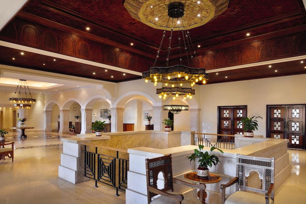 https://i.travelapi.com/hotels/1000000/160000/150600/150523/6547f411_z.jpg