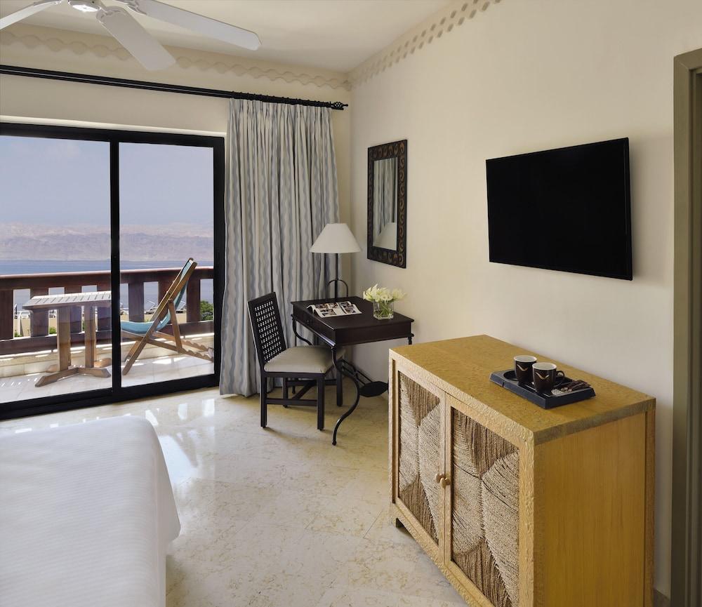 https://i.travelapi.com/hotels/1000000/160000/150600/150523/7069586e_z.jpg