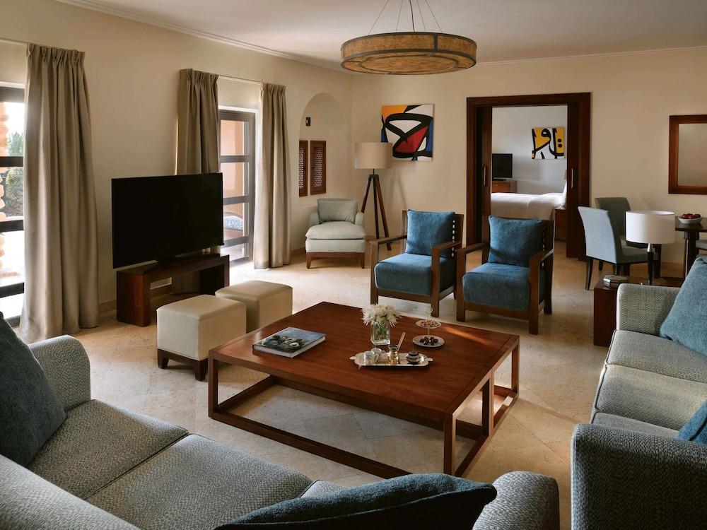 https://i.travelapi.com/hotels/1000000/160000/150600/150523/745036e8_z.jpg