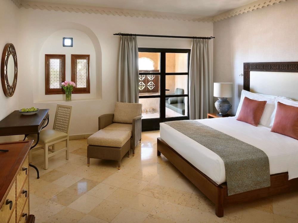 https://i.travelapi.com/hotels/1000000/160000/150600/150523/b33bc5e5_z.jpg