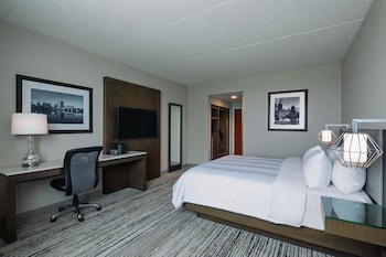 Premium Room, 1 King Bed, Business Lounge Access