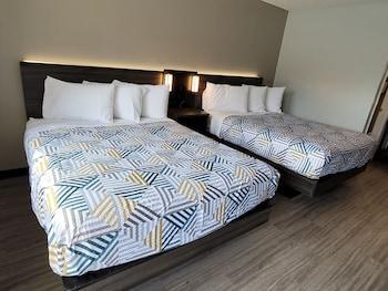 Comfort Room, 2 Queen Beds, Non Smoking, Kitchenette