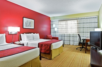 Guestroom at Courtyard by Marriott Altamonte Springs/Maitland in Orlando