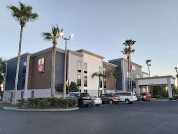 貝斯特韋斯特普勒斯環球旅館 Best Western Plus Universal Inn