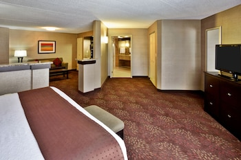 Suite, Accessible, Non Smoking (Hearing, Mobility Tub)