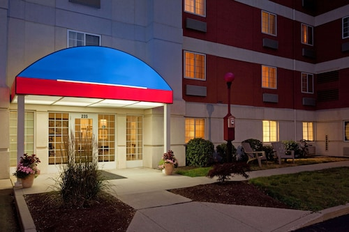 . Sonesta Simply Suites Boston Braintree