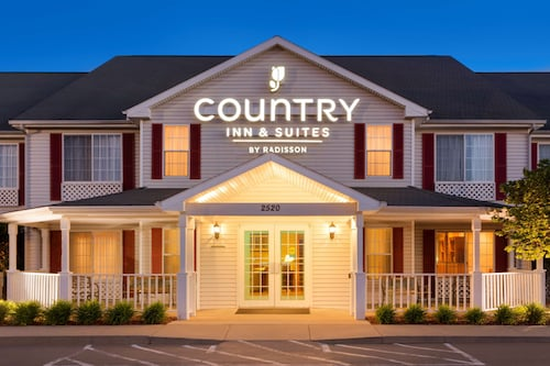 . Country Inn & Suites by Radisson, Nevada, MO