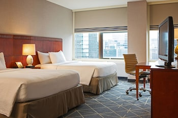 Guestroom at Courtyard by Marriott New York City Manhattan Midtown East in New York