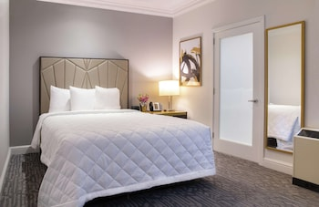 Room, 1 Queen Bed, Accessible (Mobility, Roll-In Shower)