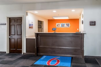 Lobby at Motel 6 North Richland Hills - NE Ft Worth in North Richland Hills
