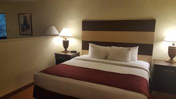 Standard Room, 2 Queen Beds, Smoking, Refrigerator & Microwave (Oversized Room)