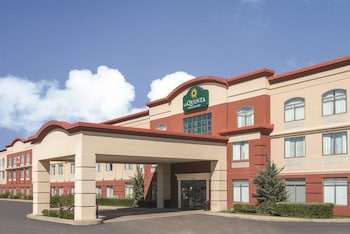 La Quinta Inn & Suites by Wyndham St Louis Airport-Riverport photo