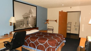 Room, 1 Queen Bed, Accessible, Smoking (Mobility)