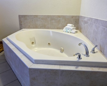 Suite, 1 King Bed, Non Smoking, Jetted Tub