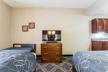 Suite, Non Smoking (2 Queen Beds & 1 Sofa Bed)