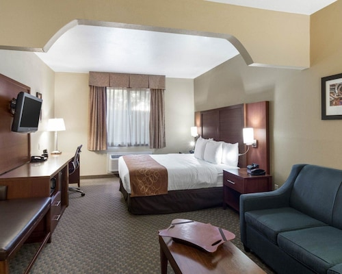 Quality Suites, Midland