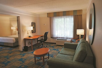 Hotel - La Quinta Inn & Suites by Wyndham Houston Bush IAH South