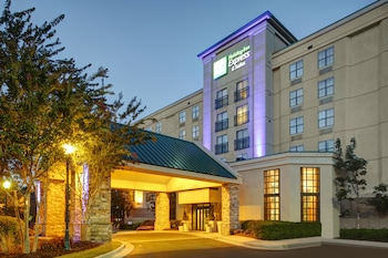 Holiday Inn Express & Suites Atlanta Buckhead photo