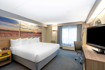 Business Room, 1 King Bed, Non Smoking (Newly Renovated)