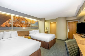 Business Room, 2 Double Beds, Non Smoking (Newly Renovated)