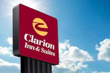 Hotel - Clarion Hotel & Suites