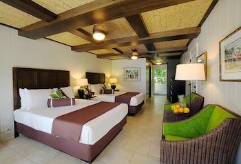 Room, 2 Queen Beds, Pool View