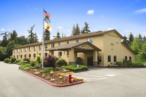 . Super 8 by Wyndham Port Angeles at Olympic National Park