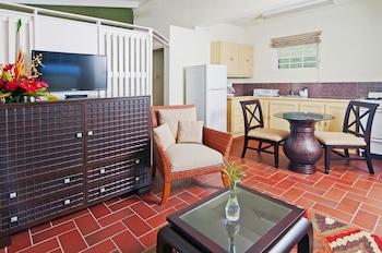 Deluxe Suite, 1 Bedroom, Kitchenette, Garden View