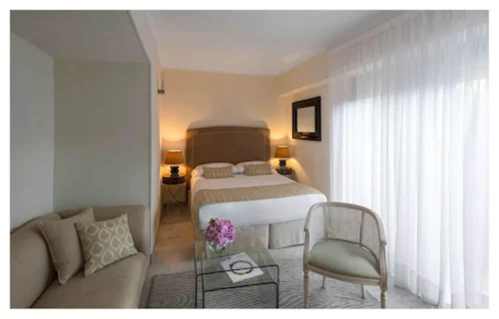 https://i.travelapi.com/hotels/1000000/180000/174900/174801/bf788794_z.jpg