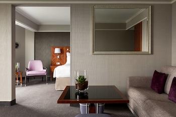 Junior Suite, 1 King Bed, Non Smoking (Executive Lounge Access)