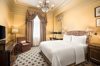 Classic Room, 1 King Bed, Courtyard View