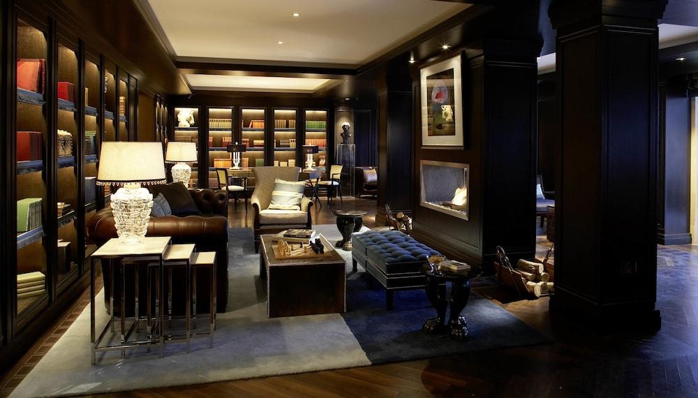 https://i.travelapi.com/hotels/1000000/180000/176100/176099/3c25f56e_z.jpg