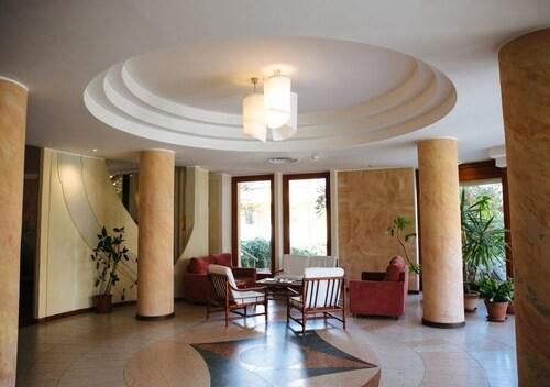 . Hotel Carlo Felice