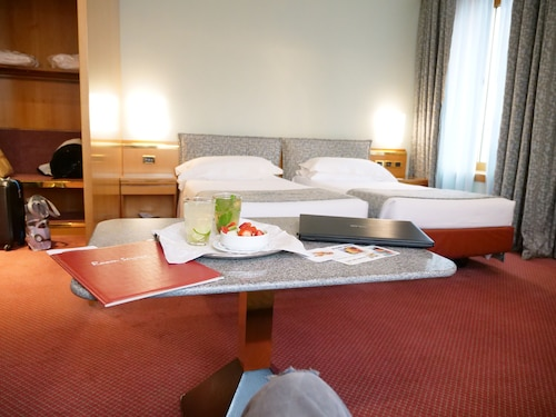 __{offers.Best_flights}__ Michelangelo Hotel