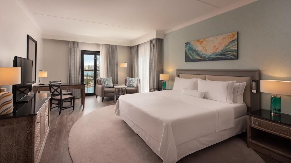 https://i.travelapi.com/hotels/1000000/180000/176800/176713/048d769c_z.jpg