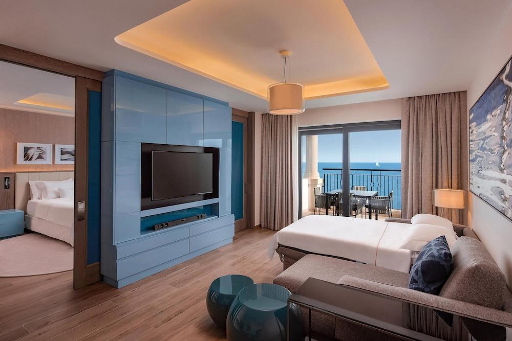 https://i.travelapi.com/hotels/1000000/180000/176800/176713/15bedbed_z.jpg