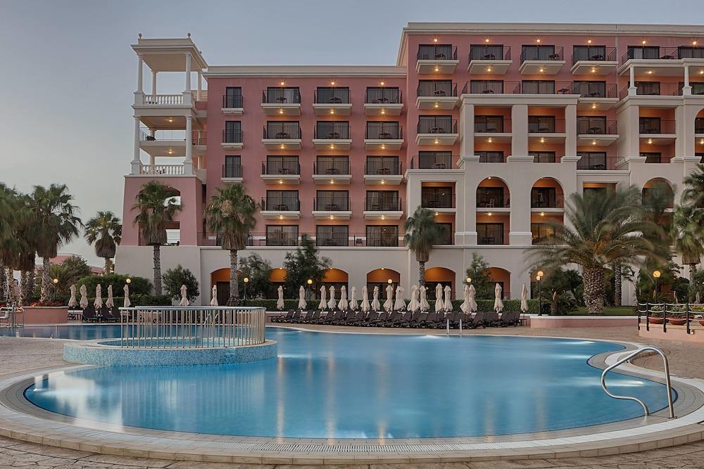 https://i.travelapi.com/hotels/1000000/180000/176800/176713/21d00f37_z.jpg