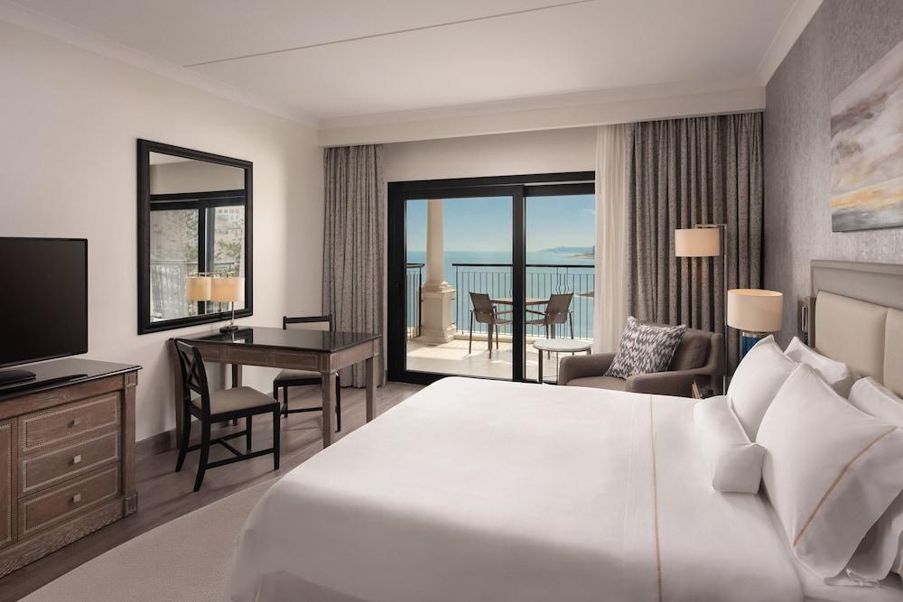 https://i.travelapi.com/hotels/1000000/180000/176800/176713/47882e4c_z.jpg