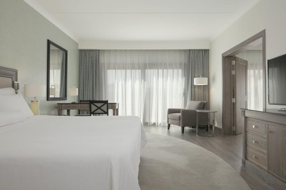 https://i.travelapi.com/hotels/1000000/180000/176800/176713/49359985_z.jpg